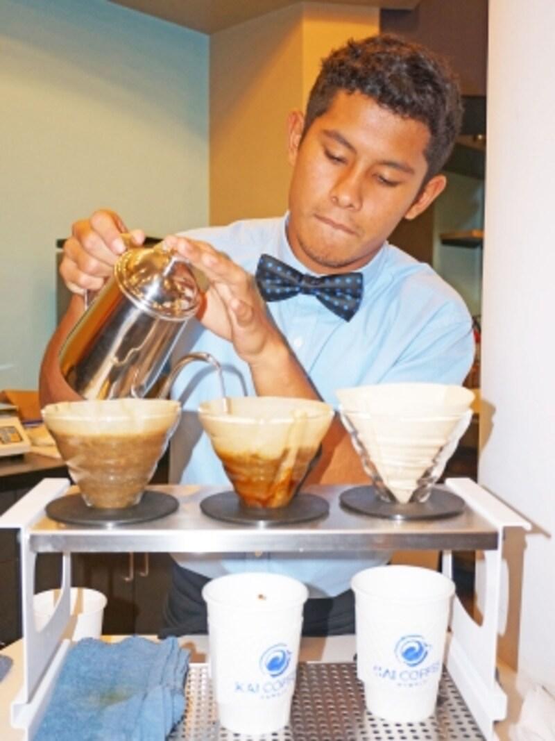 ワイキキのカイ・コーヒーでは、手間も時間もかかるプア・オーバーという抽出方法で提供