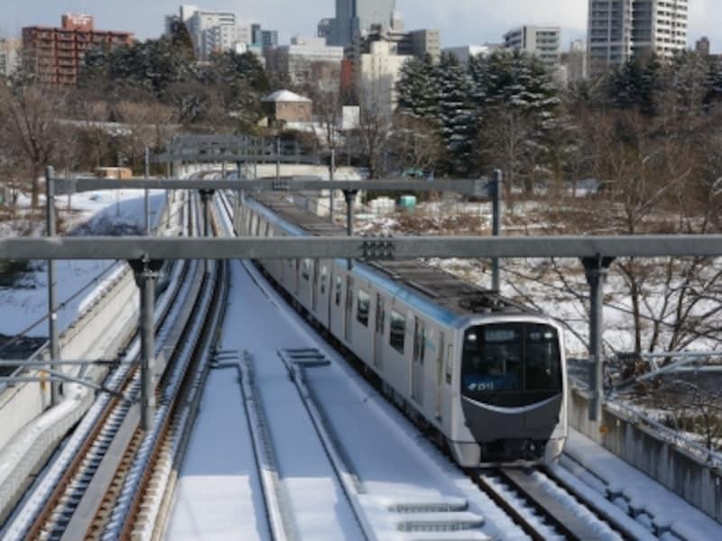 広瀬川を渡る地下鉄東西線