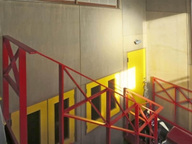 赤い鉄階段