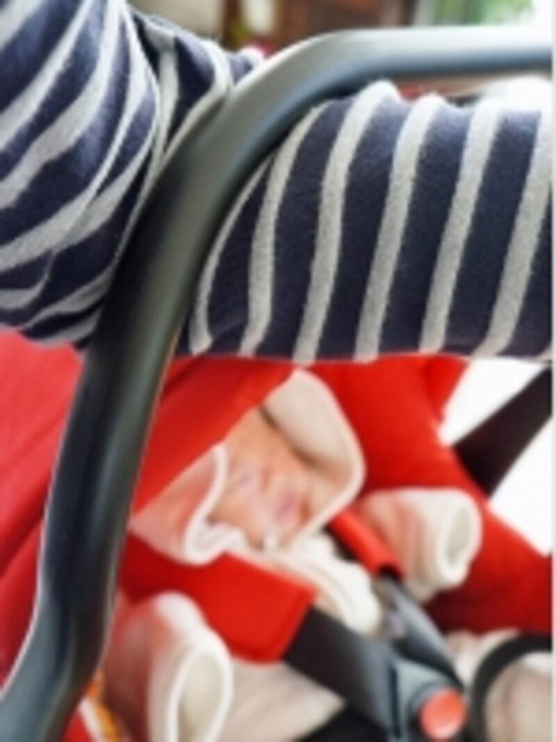 眠りに入った赤ちゃんも起こすことなく、楽に持ち運ぶことができます