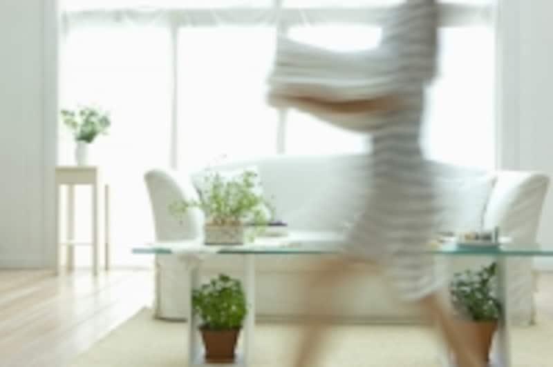 引っ越しで出る不要な家具は、処分するにもお金がかかる。そこで出費を抑えるためにも売ることを考えよう