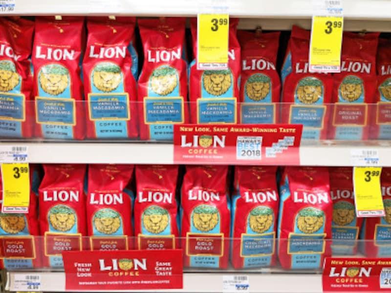 ロングス・ドラッグスにて。ライオン・コーヒーが会員価格3.99ドルに