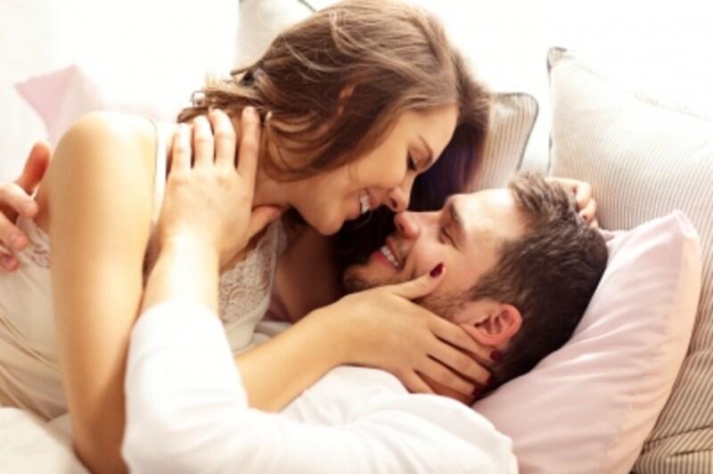妊娠中、夫の浮気を防ぐためには、マメなコミュニケーション、スキンシップが有効