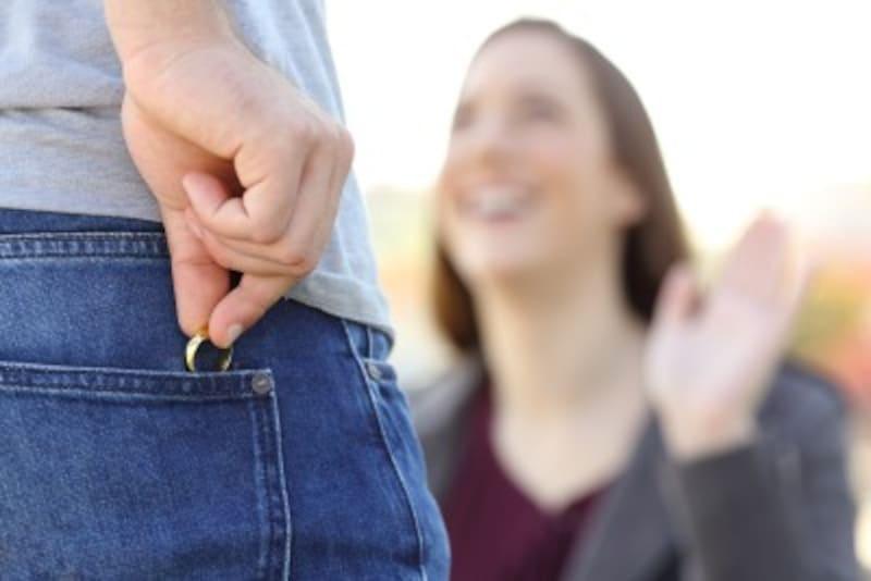 妻の妊娠中や出産前後の時期、夫が浮気に走る主な理由は「メンタルの問題」と「セックスレスの問題」
