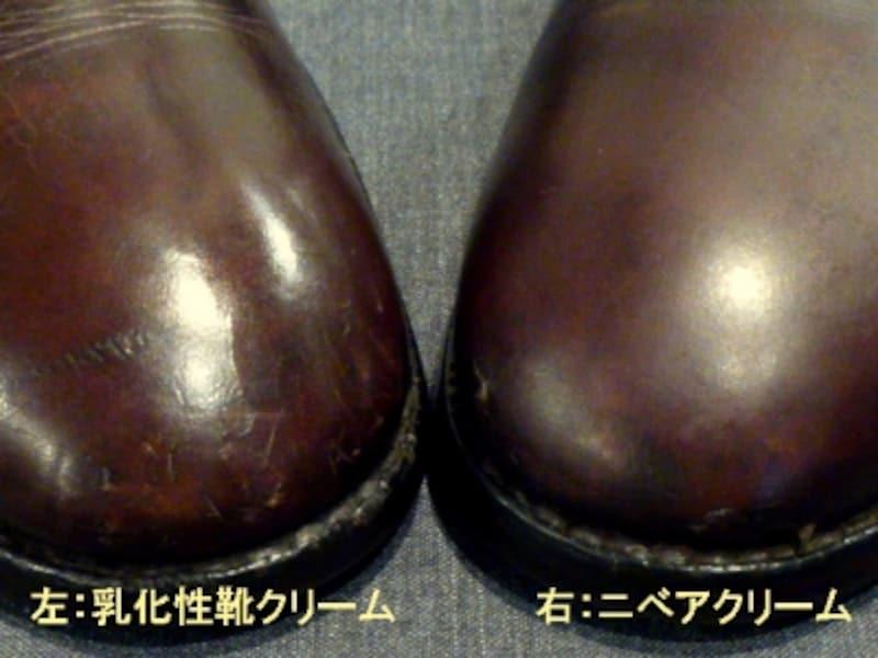 写真向かって左(右足)が一般的な乳化性靴クリームを用いてお手入れしたもの、向かって右(左足)がNIVEAの青缶でお手入れしたものです。