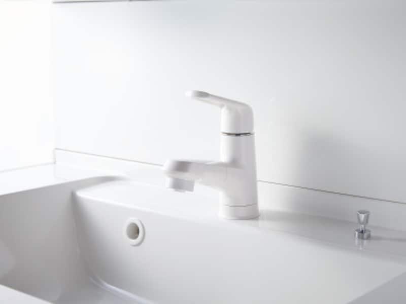 汚れが取れやすいくお手入れしやすい水栓など、さまざまなタイプが揃っている。[スゴピカ水栓]
