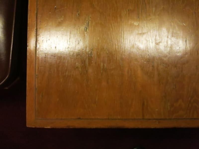 ライトがデザインしたテーブル天板の表情の画像