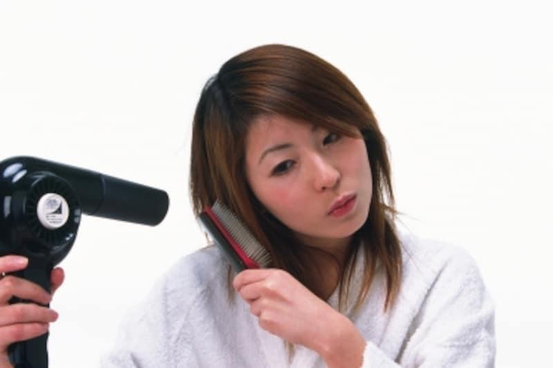 髪をドライヤーで乾かすのって意外と疲れる……