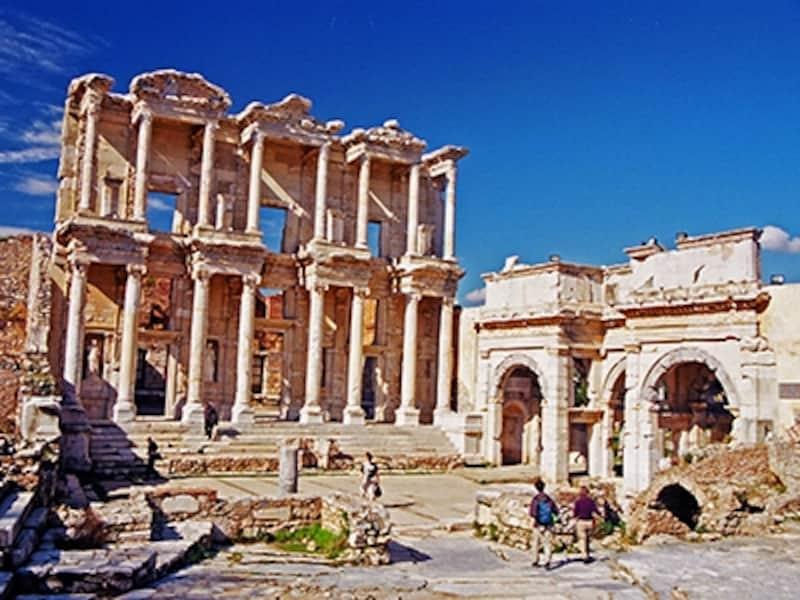 セルシウス図書館と、マゼウスとミトリダテスの門