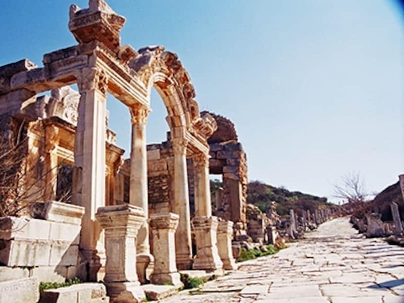 ハドリアヌス神殿とクレテス通り