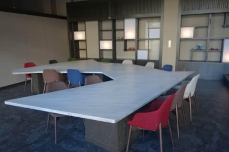 青森県のかたちをしたテーブル。