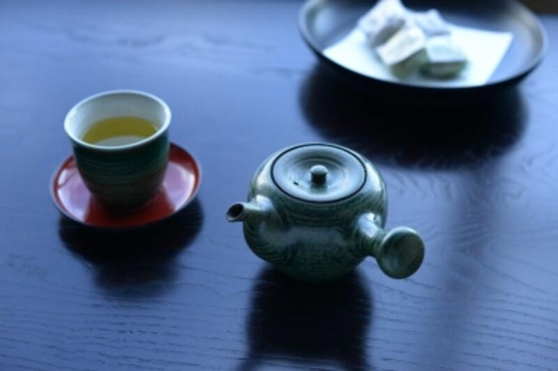 八戸焼の茶器セット。