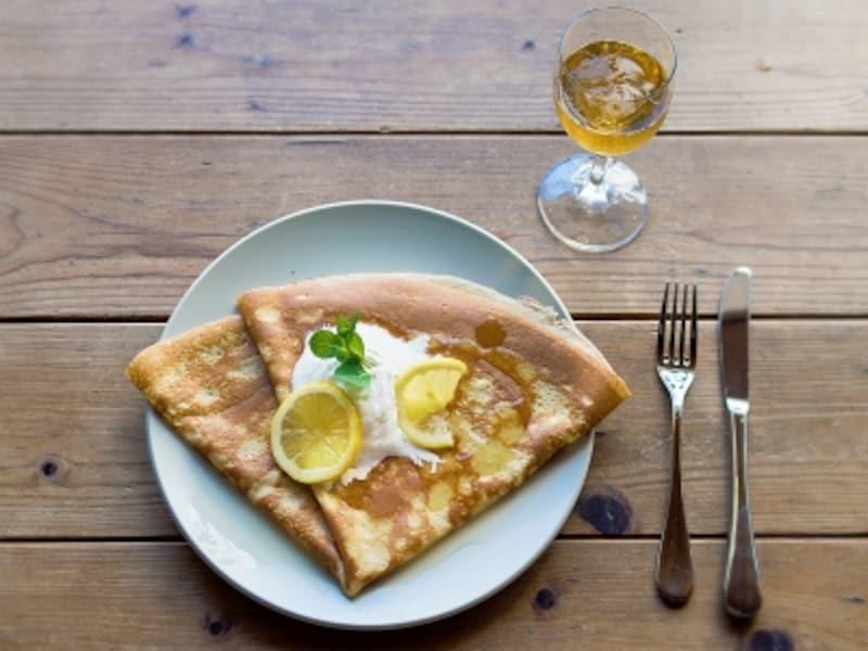 シトロン:きれいに焼き色のついた表面の香ばしさともちもちした食感が魅力。季節によっては瀬戸内産のレモンも使われます。