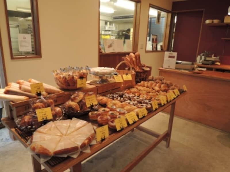 全部で40種類ほどのパンが並ぶ
