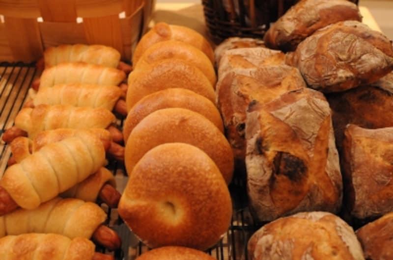 小さいものも生地の味わいを楽しむパンが中心