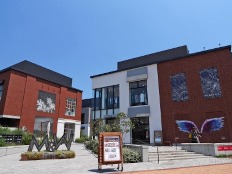 横浜赤レンガ倉庫に隣接するエリアにある「MARINE&WALKYOKOHAMA(マリンアンドウォークヨコハマ)」(2018年6月25日撮影)