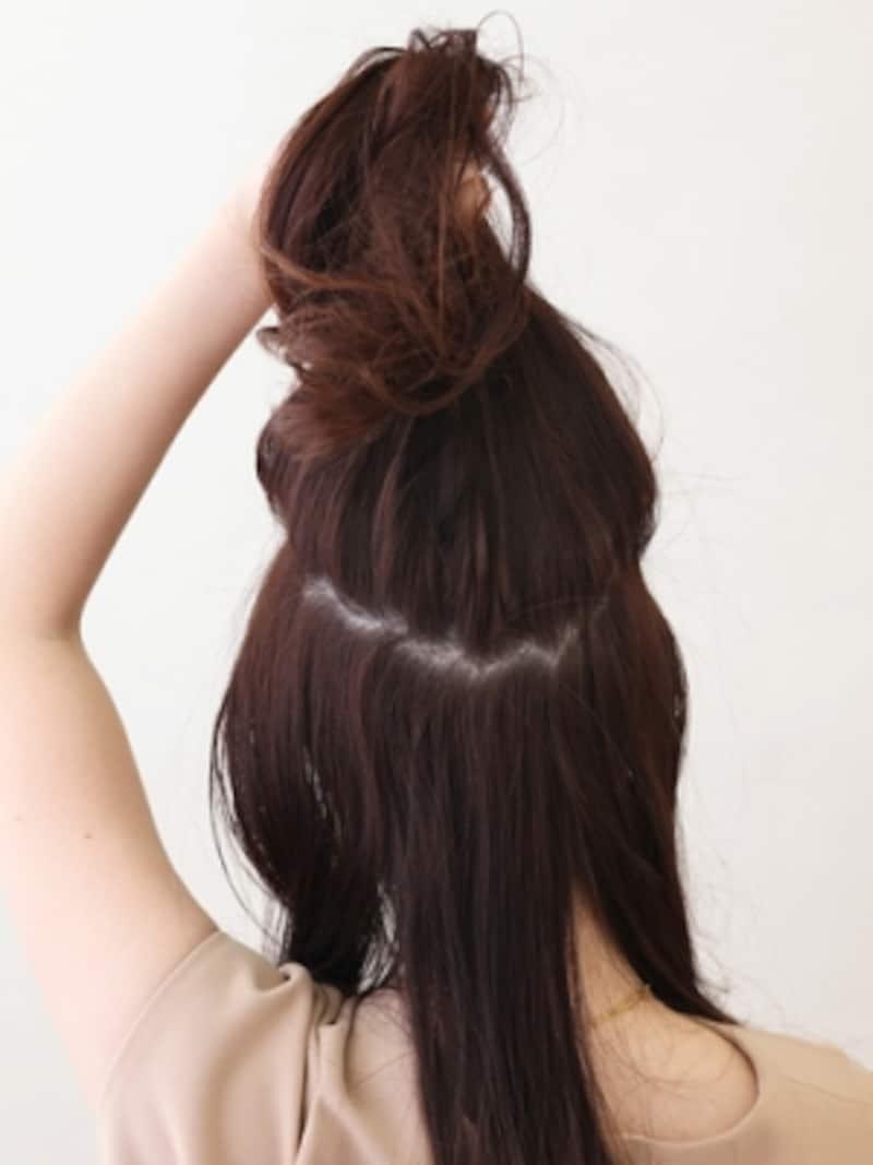 髪の分け方が自然な仕上がりを作るポイント