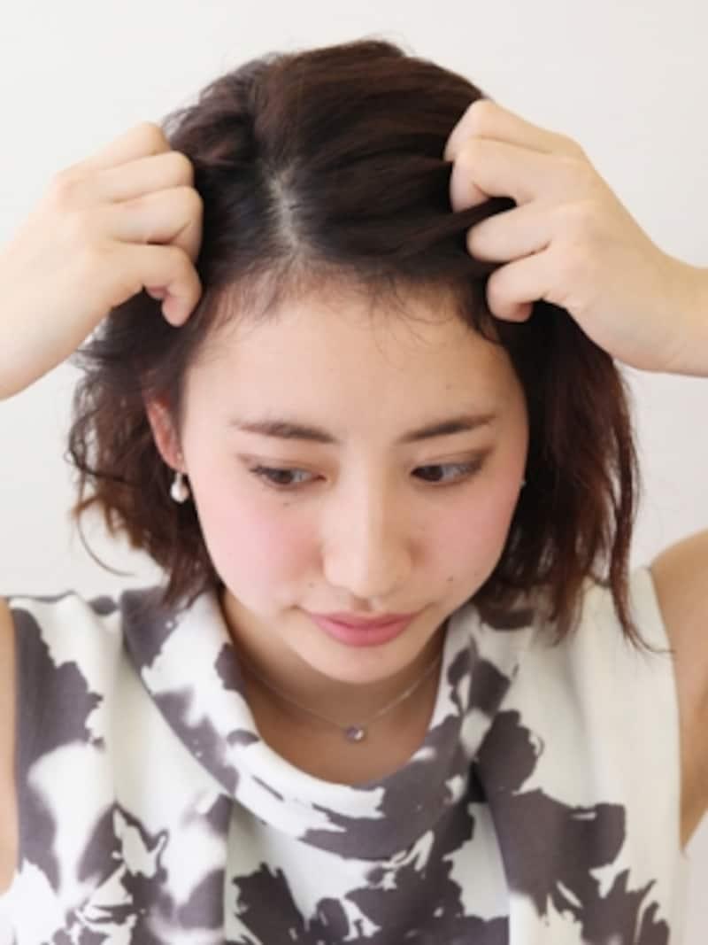 前髪を6:4のバランスで分ける
