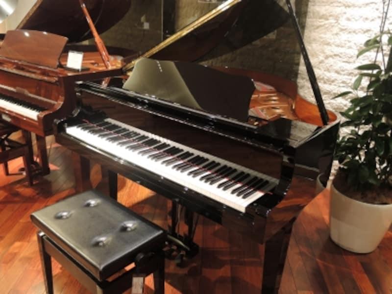 こちらが希望小売価格115万円(税抜)のコンパクトグランドピアノ「GB1K」。名前の通り、比較的狭いスペースにも置くことができるグランドピアノです。