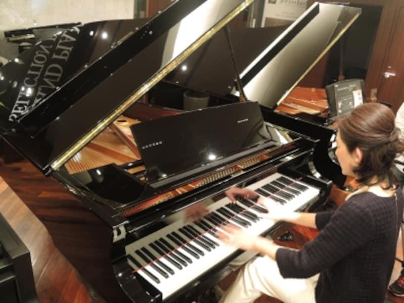 実際に弾けば、タッチの繊細さ、音色の深みや響きの伸びなどあらゆる点で違いは歴然。一方で、それがピアニストにとっては恐ろしくもあるのです。