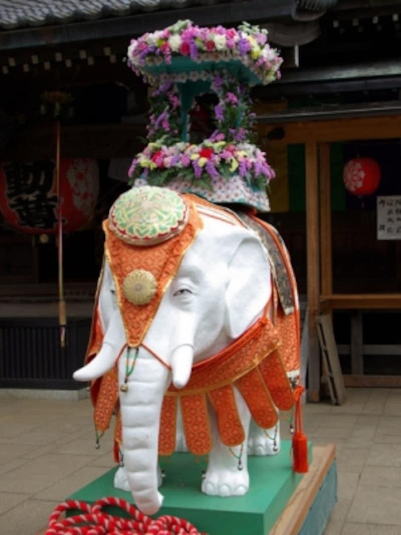 灌仏会・花祭り 白い象
