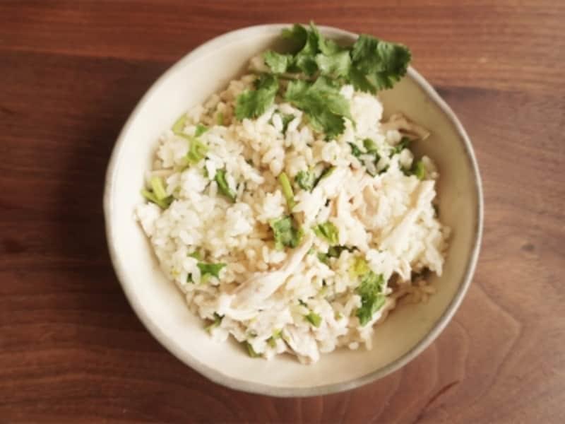 蒸し鶏とパクチーのエスニック風混ぜご飯