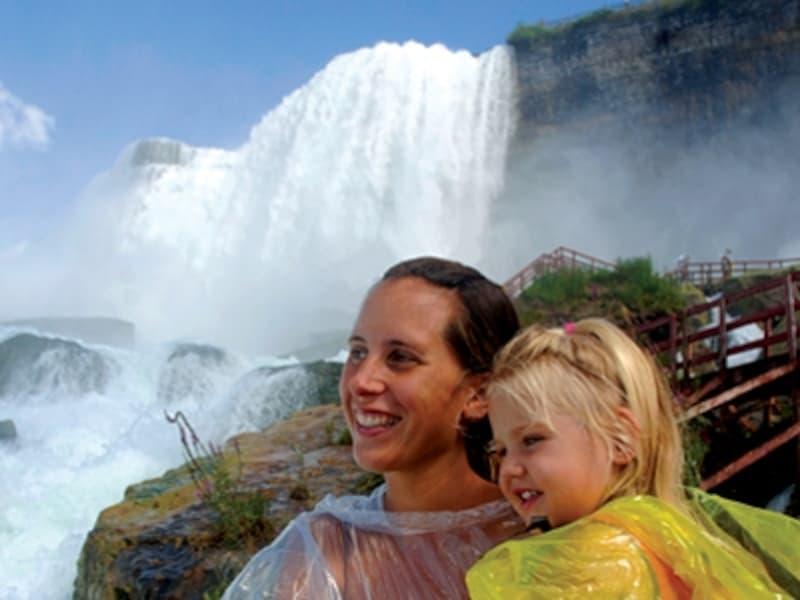 アメリカ滝とブライダルベール滝が見られる風の洞窟undefined写真提供:NiagaraTourism&ConventionCorp.