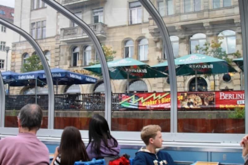船を下りた後は川辺のレストランで楽しむ