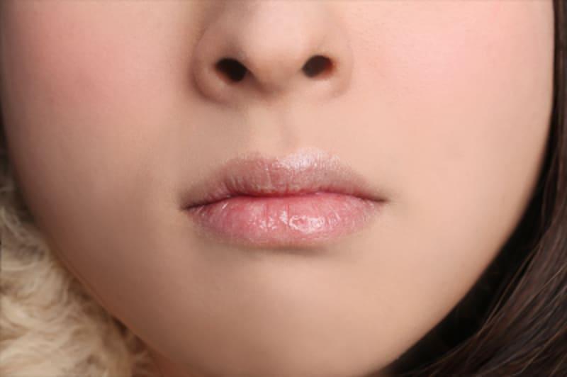 女装メイクの口元は、髭を隠して唇もプルンと!