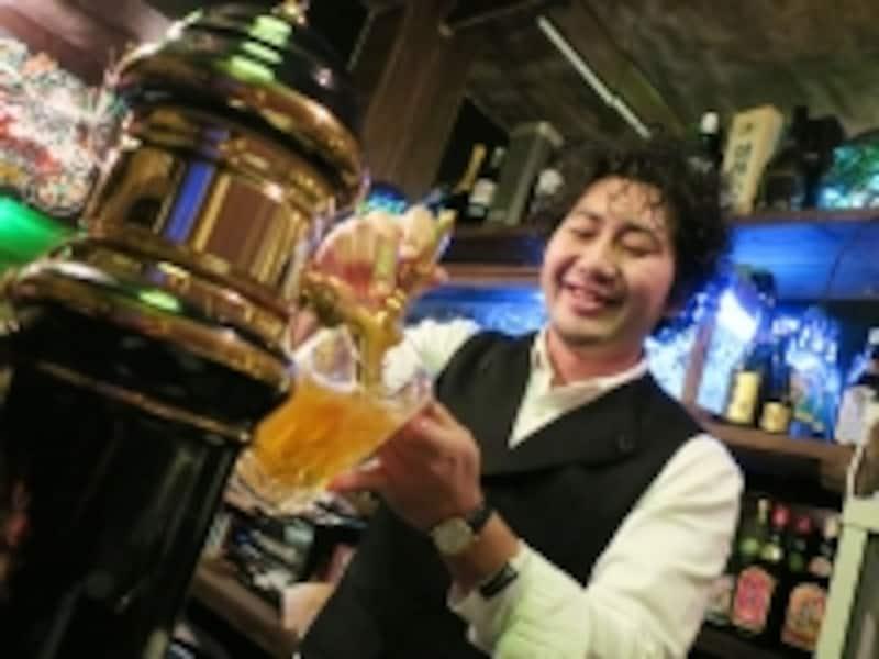 ビールを注ぐのが見えるナイスポジション