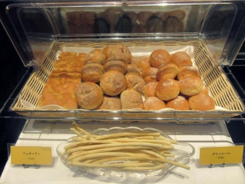 パン、うどん、カレーのブッフェ台