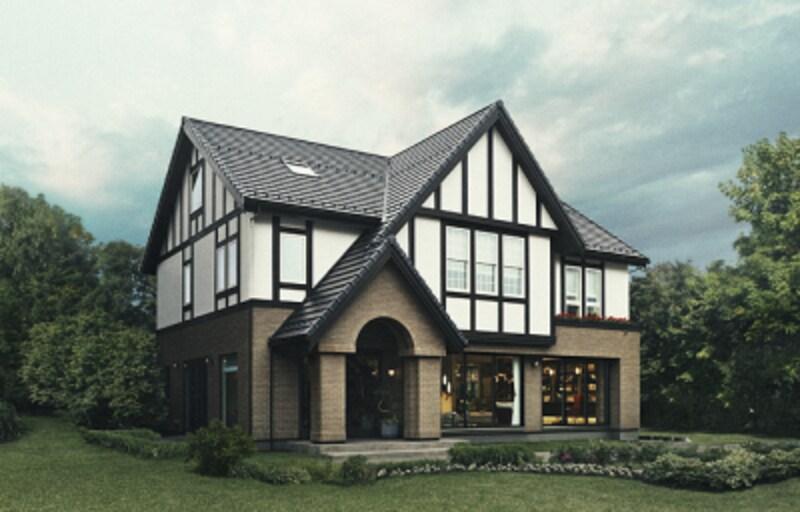 2階中央のダブルハング(上げ下げ窓)や、多用されたケースメント(縦滑り出し窓)など、さまざまな窓も印象的な外観
