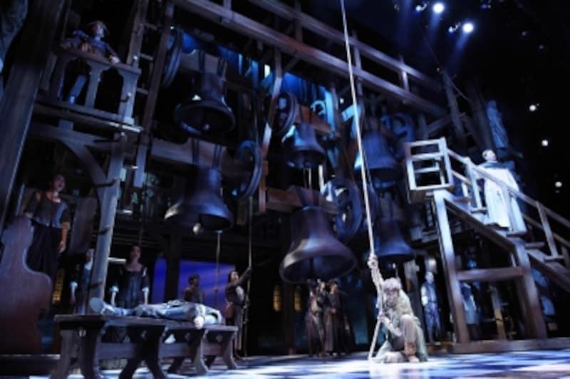 『ノートルダムの鐘』撮影:上原タカシ(C)Disneyundefined公演は6月25日まで四季劇場「秋」にて上演中ですが、海宝さんの出演回は終了。