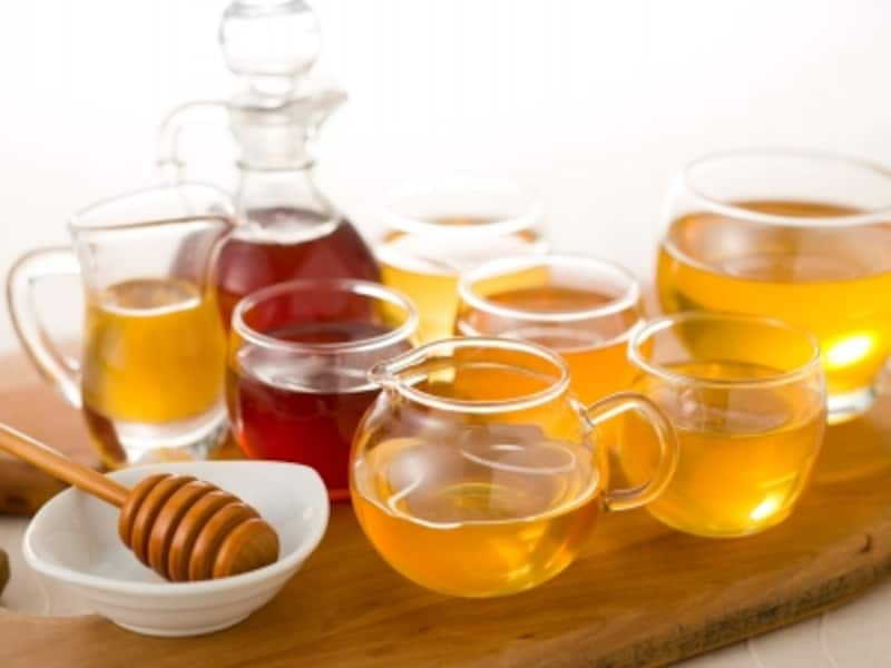 「LadyBear(レディーベア)」で主に使用される3種の天然甘味料、はちみつ、メープルシロップ&シュガー、アガベシロップ
