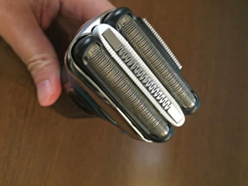コンパクトな3枚刃ながらも、効率よく剃るための技術が結集