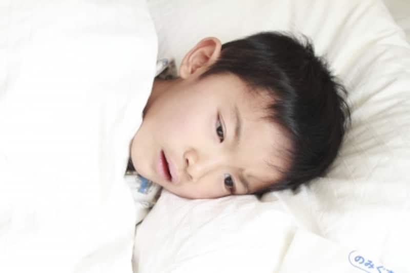 寝込んでいる男の子