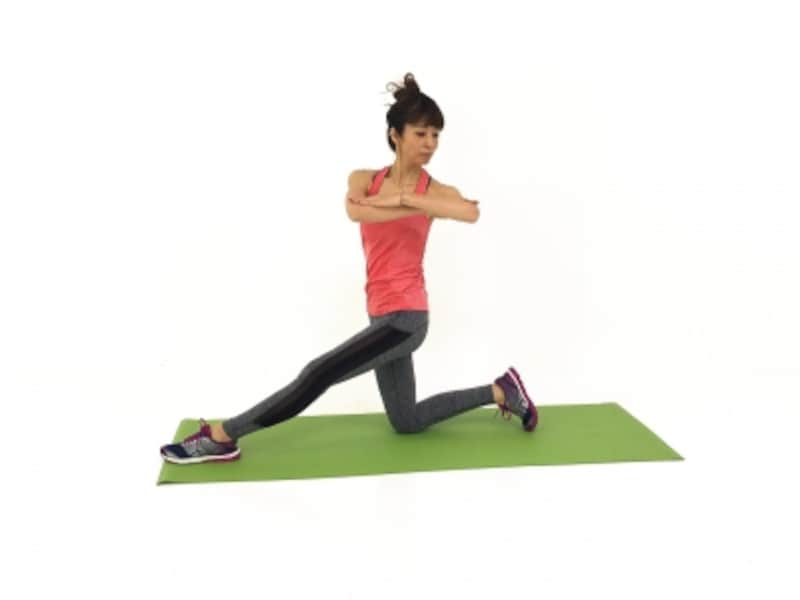下半身がふらつく場合は、太腿内側に力を入れるようにしましょう。