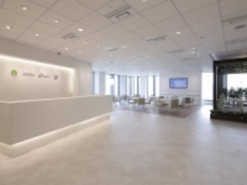 水まわりや内装建材、窓や玄関ドア、エクステリアなどのメーカー3社のコラボレーションショールーム。戸建のリフォームをイメージしたリモデルの事例の展示、各社の充実した商品展示も。undefined[TDY名古屋ショールーム]http://showroom.toto.jp/showroom.aspx?sr=065