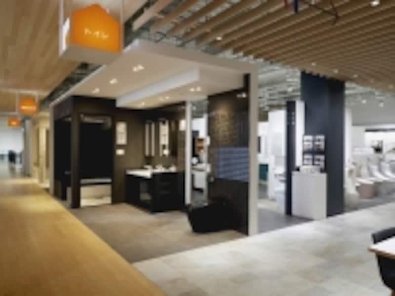 リノベーションやリフォームをイメージした空間展示、高画質4Kプロジェクターで実物大の玄関まわりをシミュレーションも。[LIXILショールーム名古屋]undefinedLIXILundefinedhttp://www.lixil.co.jp/