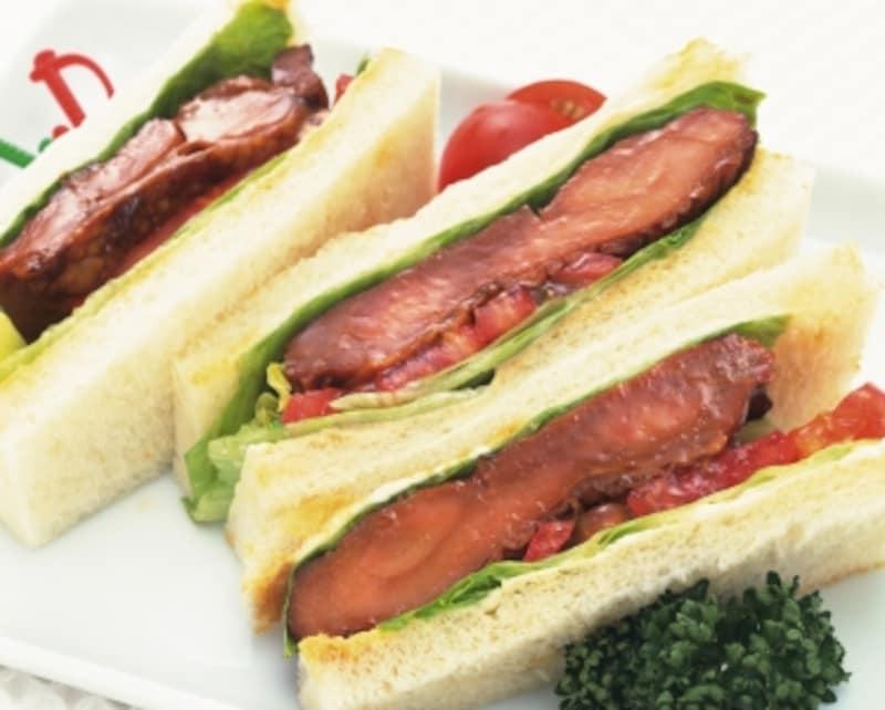 鶏肉や野菜のサンドイッチはヘルシー。