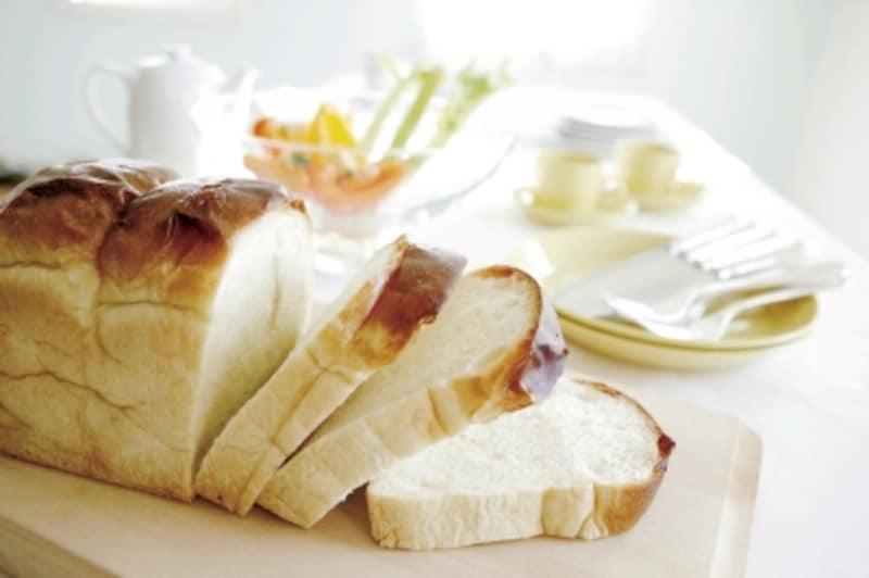 耳まで柔らかく、真っ白い食パンなども人気ですが……。