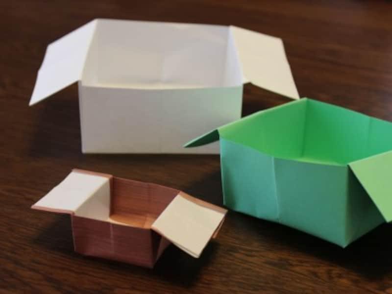 素材は、手前から折り紙・色紙・A4のコピー用紙を使ったものです。