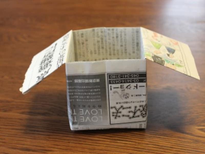 固めの紙を使えば、簡易ペン立てなどにもなります。