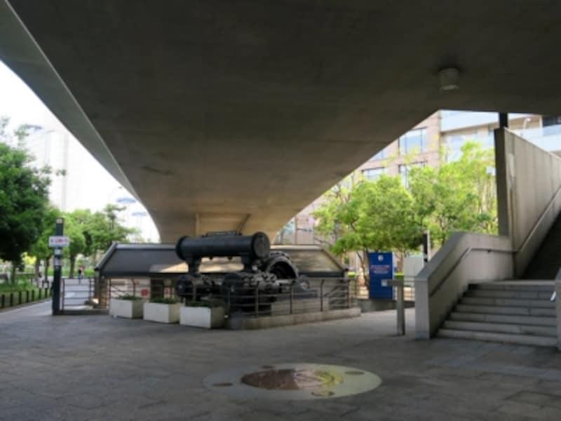 犬を拾った場所は「旧横浜船渠(せんきょ)の遺構」前(2016年5月7日撮影)