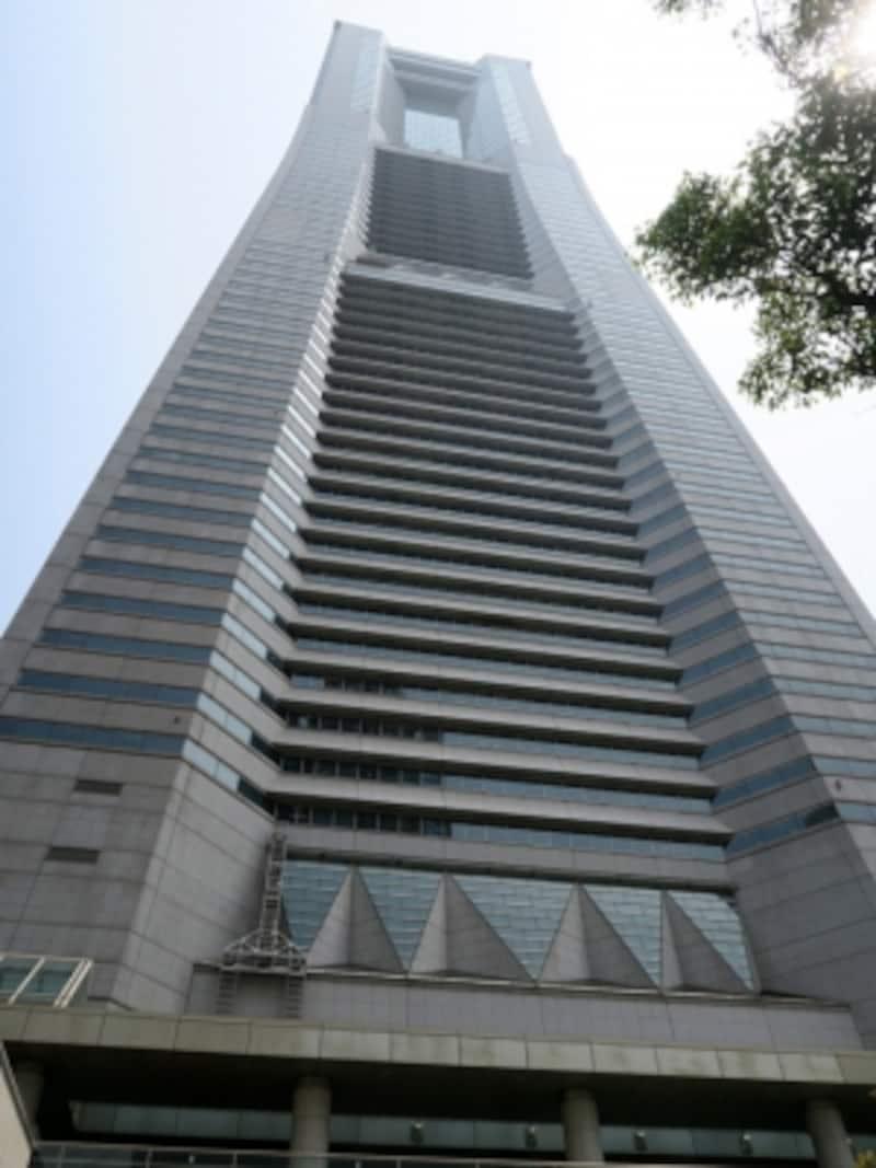 鮫島ホテル本社がある横浜ランドマークタワーの外観はさまざまなシーンで登場(2016年5月2日撮影)