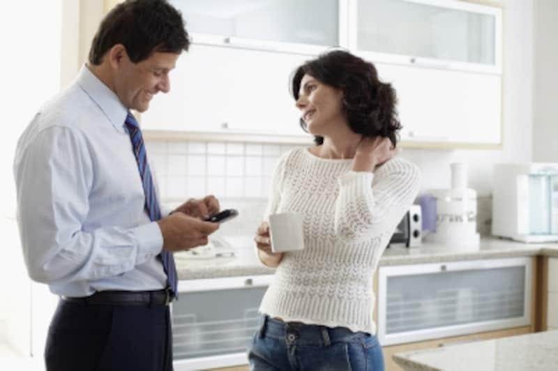 妻について聞くと、家計や子育て、家事の役割分担などの問題が噴出する。