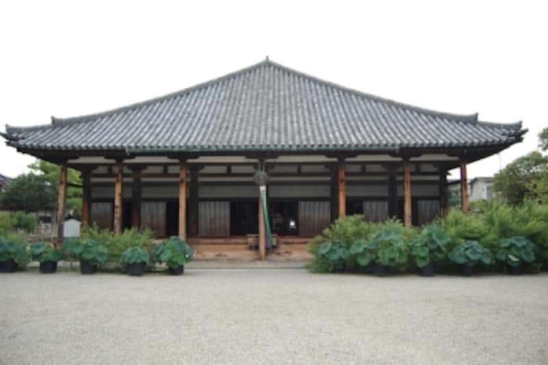 【元興寺極楽坊】かつては大寺院だった元興寺も、わずかに遺構が残るのみ。元興寺極楽坊は、元興寺の僧坊のひとつだった