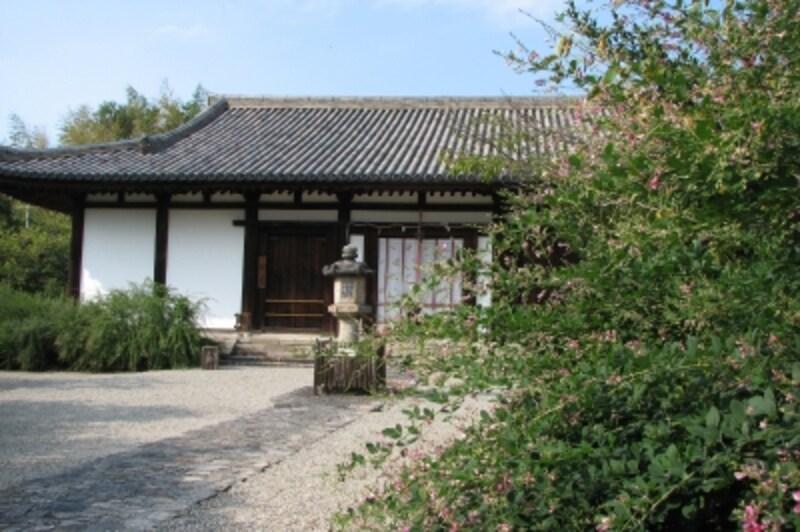 新薬師寺の萩