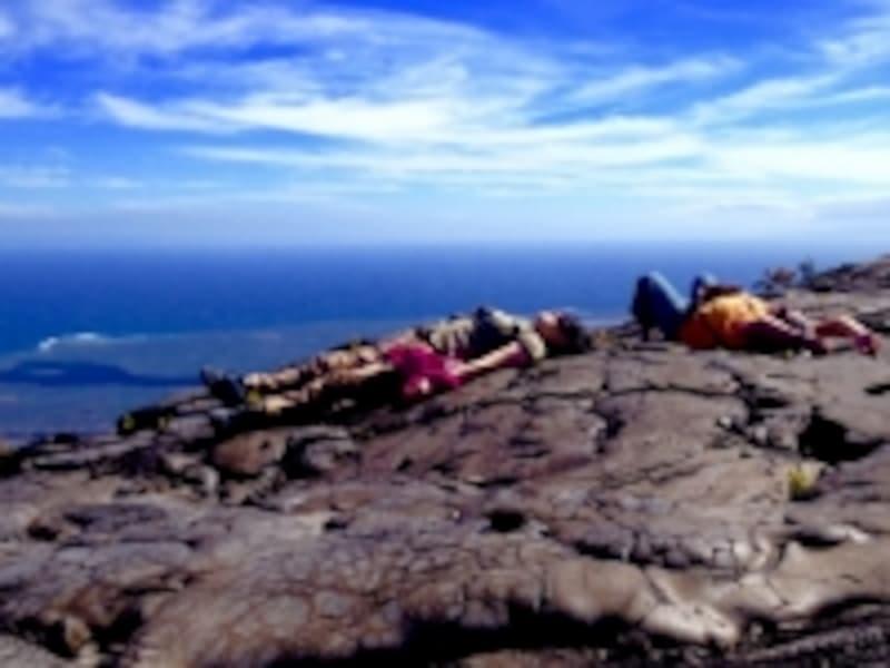 溶岩のうねる大地