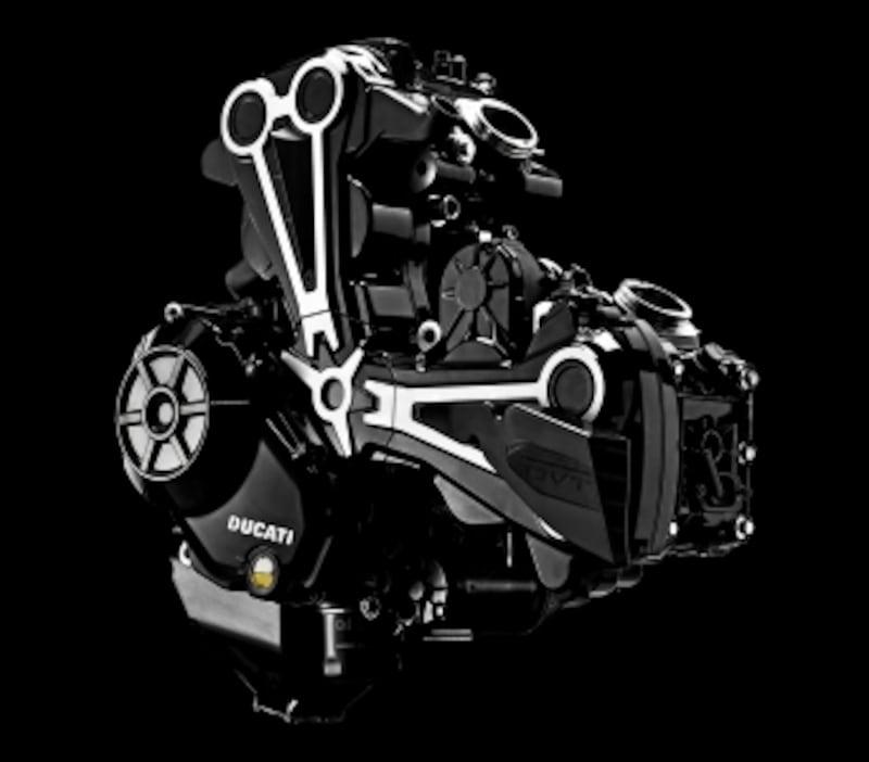 エンジンはムルティストラーダ1200にも備わる最新型の「テスタストレッタDVTデュアルスパークL型2気筒水冷デスモドロミック4バルブ/排気量1,262cc」だ